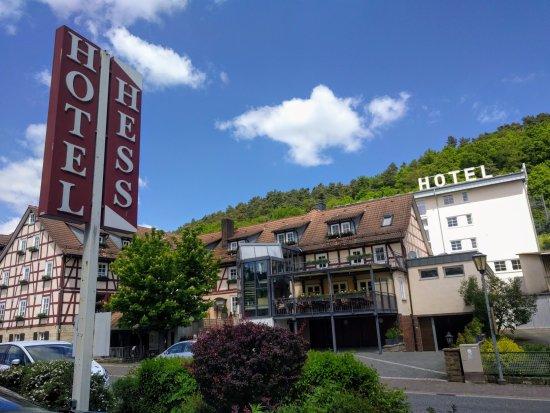 Landgasthof Hotel Hess: Blick von der anderen Straßenseite