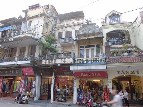 Hang Gai Street (Street of Hemp) : 通りに面したお店。