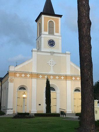 Saint Martinville, LA: Beautiful at dusk.  Can't wait to see it Sunday morning!