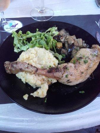 Vire-Normandie, Γαλλία: cuisse de poulet au thym, écrasé de pomme de terre et petits légumes
