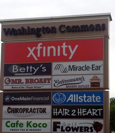 Morton Grove, Илинойс: signage along Golf Rd. for Cafe Koco