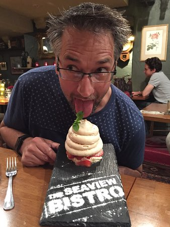 Seaview, UK: We loved the strawberry pavlova!