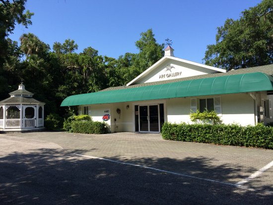 Palm Coast, FL: Art LaMay Studio, Recognize us by our green Awnings and Gazebo right on A1A in the Hammock