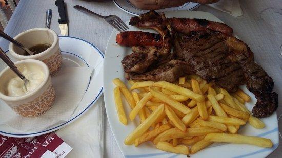 Alquezar, Espanha: Parrilada carne para dos