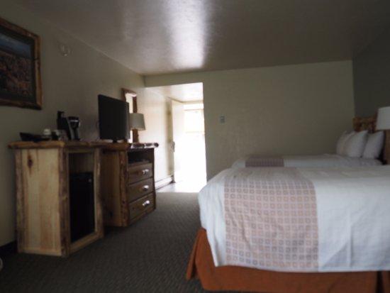 Mount Carmel, UT: Pohled na vybavení pokoje o okna ke dveřím