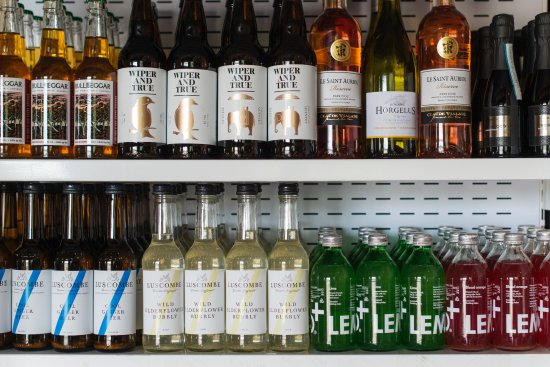 Beaminster, UK: Wide selection of drinks