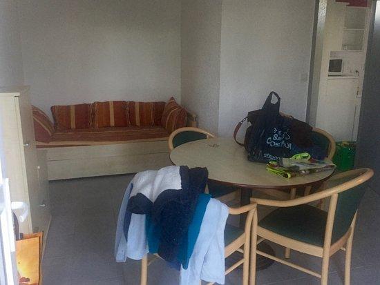 Chantonnay, France: Salle a Manger avec canapé/lit principale