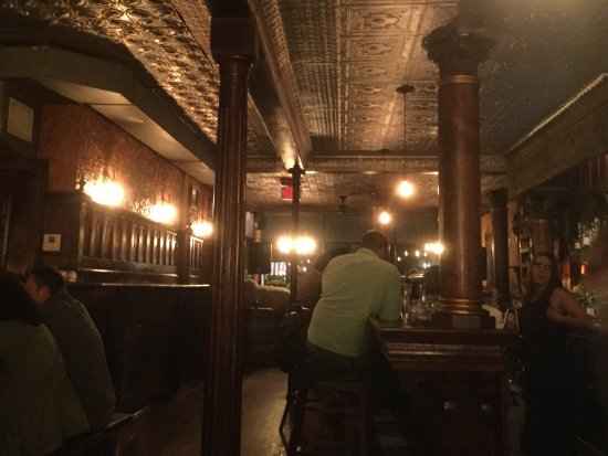 Chatham, Estado de Nueva York: Across from the bar