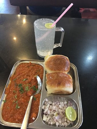 Hotel Plantain Leaf Restaurant: Pav bhaji with lime soda