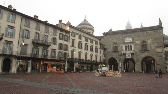 Fontana Contarini: La fuente en la plaza Vieja