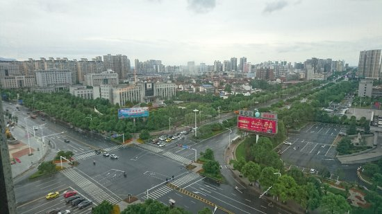 Τσάνγκντε, Κίνα: Aussicht aus dem 11. Stock zur Straßenkreuzung