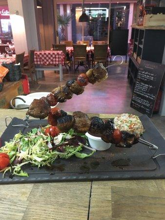 Chez Tonton: Nouveau restaurant sur le port de santa lucia spécialiste en viandes d exception et brochettes