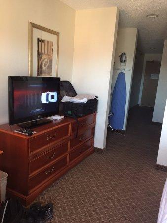 Heber City, UT: Room 314: desk, TV and hallway