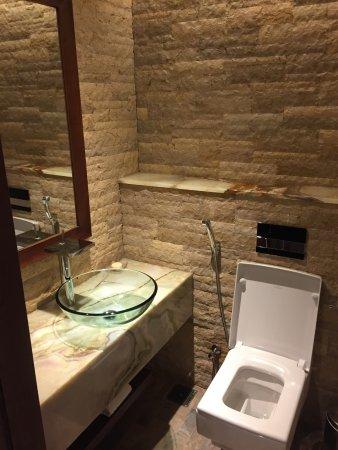 Gästewc gäste wc in der suite picture of sofitel dubai the palm resort