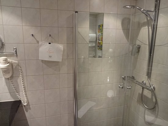 Minibar bild fr n kosta boda art hotel kosta tripadvisor for 9 bathroom cleaning problems solved