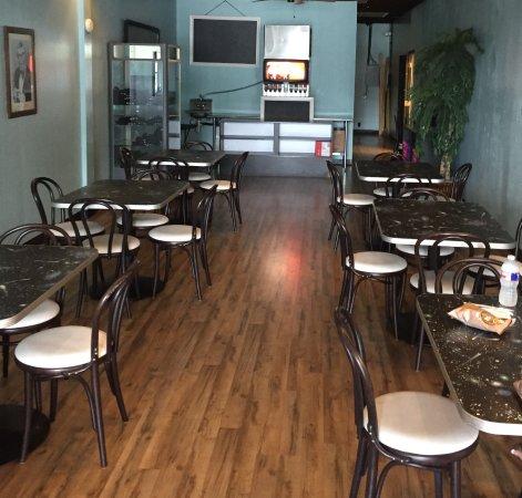 มอนต์กอเมอรี, เท็กซัส: 2nd room of dining tables