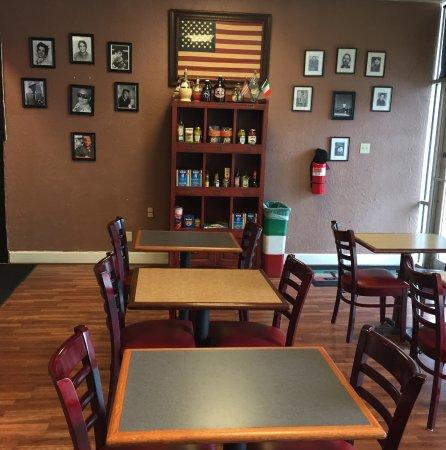 มอนต์กอเมอรี, เท็กซัส: entry and dining tables