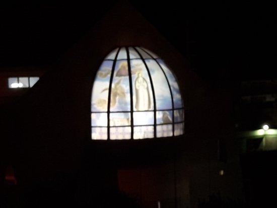 Aimogasta, Argentina: Iglesia atras