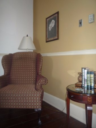 River Street Inn: sitting area and side table