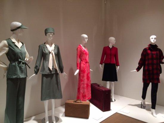 Roslyn, Нью-Йорк: Halston Exhibit, May 2017