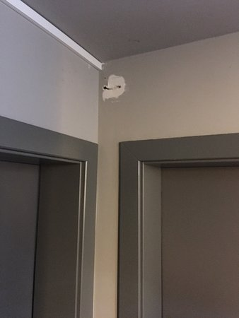 Hotel Walliserhof im Brandnertal: Kaputte Wände überall...