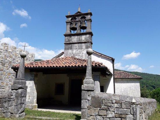 Pulfero, Италия: Chiesetta di San Giacomo ed Anna al castello di Ahrensperg