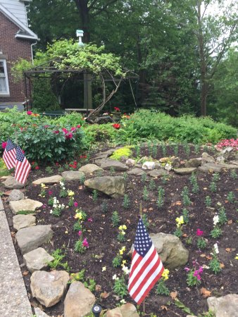 Dover, OH: The gardens and Button House
