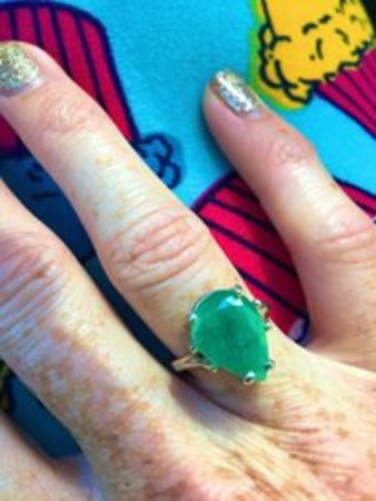 Cowee Gift Shop & Mason Mountain Mine : check out this emerald! WOW!