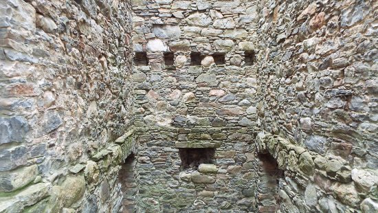 Ruthven Barracks : Holes in the wall where upper floors would have been