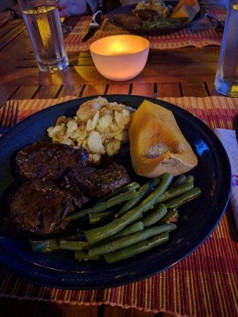 Thabazimbi, Sør-Afrika: Dinner: Steak and butternut - very well prepared
