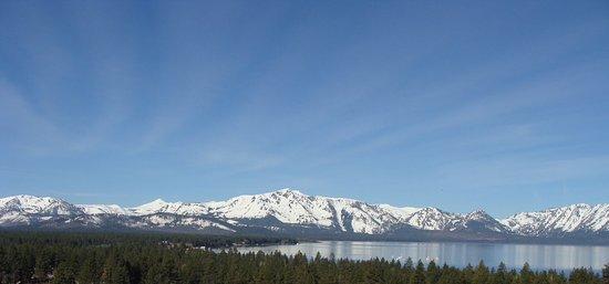 Harrah's Lake Tahoe: View of Lake Tahoe from room.