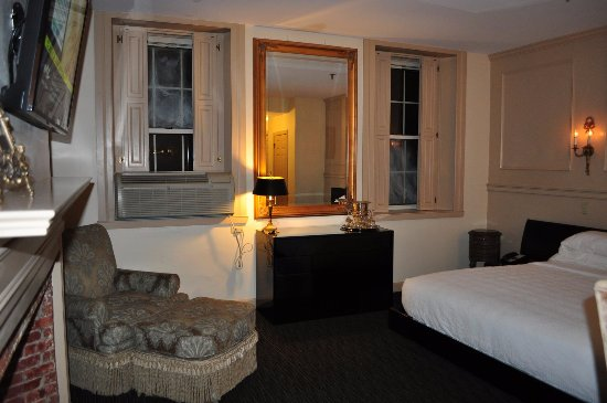 Garrison Inn Boutique Hotel: Charming decor