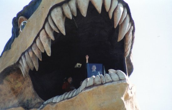 World's Largest Dinosaur: What a big mouth!