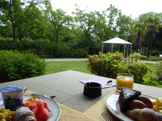 Quarto D'Altino, إيطاليا: Breakfast view! We had a good choice for breakfast- there was also cooked meat (We're vegetarian