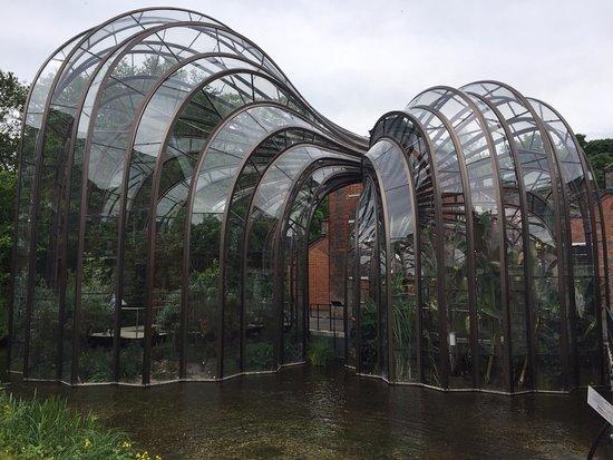 Whitchurch, UK: Glasshouses designed by Thomas Heatherwick