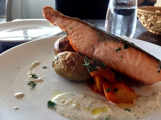 Boulangerie Bistronomique: Set Lunch: Main: Today's Fish - Salmon Fillet (HK$ 148)