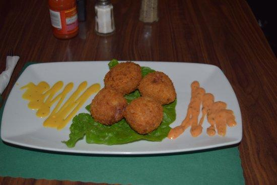 Coraopolis, Pensylwania: Our homemade rueben fritters on our menu