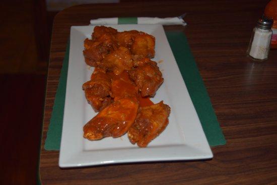Coraopolis, Pensylwania: an order of 10 hot wings from our menu
