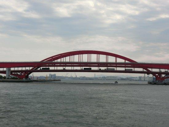 Kobe Bay Cruise: 船から見る橋