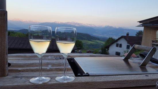 Hinwil, Switzerland: Es Gläsli Wii zum Fondue