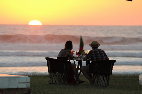 Cerritos Surf Town: Sunset dinner on the beach