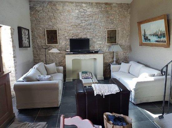 Montjoyer, France : salon gite griotte