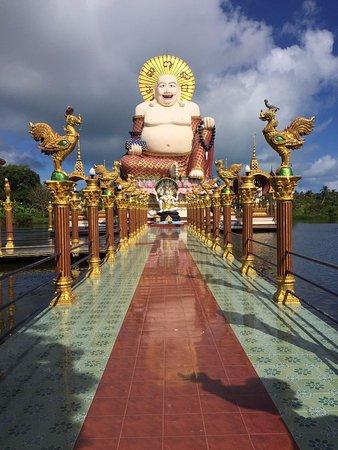 Wat Plai Laem: Buda numa plataforma sobre a água
