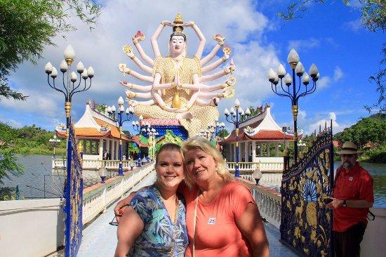 Wat Plai Laem: Guanyin, a deusa da compaixão e misericordia, popularmente conhecida como a Deusa dos 18 braços