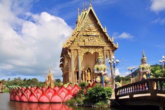 Wat Plai Laem: Plataforma sobre as águas com as divindades