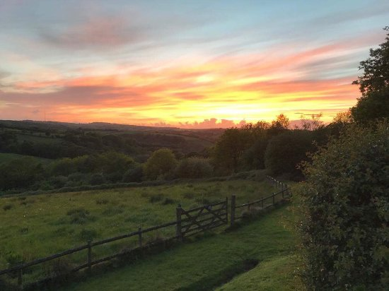 Country Ways Holiday Cottages: Beautiful views from the Corn Barn