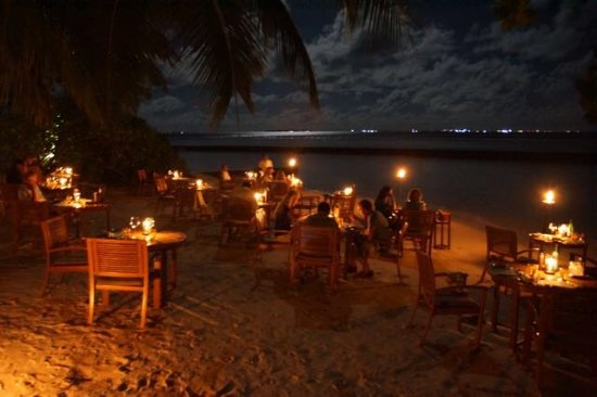 باروس جزر المالديف: Moonlight-Dinner am Strand