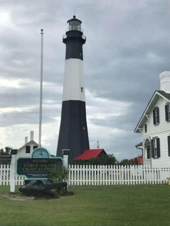Tybee Island Lighthouse Museum: Just before a storm rolled in.