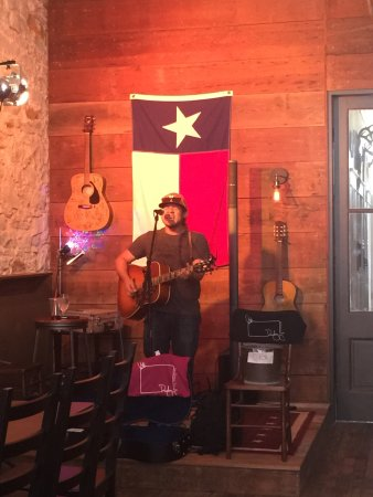Lockhart, Teksas: Come for the drinks, stay for the live music!