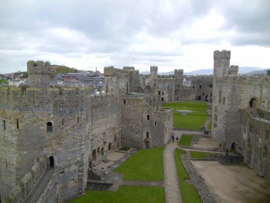 Caernarfon, UK: View from inside the castle